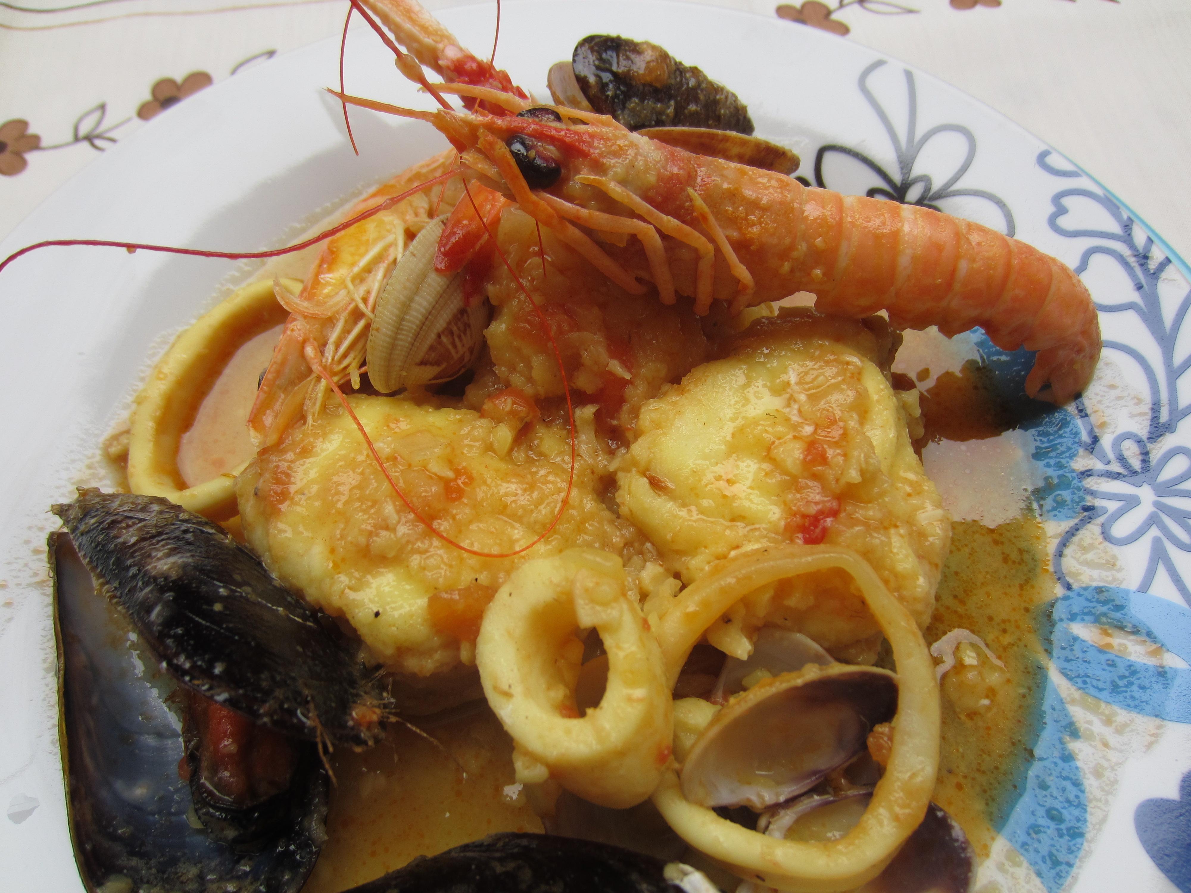 Zarzuela de pescado y marisco entre clavo y canela for Cocinar zarzuela